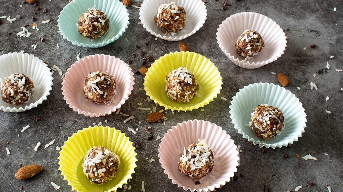 Almond-Spice-Cacao-Balls
