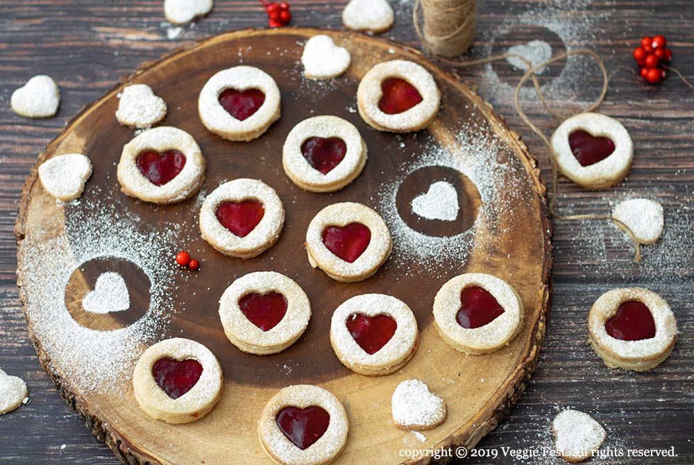 Almond-Flavored-Cookies-with-Rasberry-Filling-WB