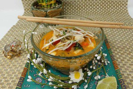 Sopa tailandesa de coco y curry