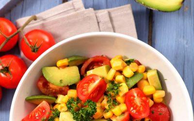 Receta de ensalada de maíz y aguacate mexicana